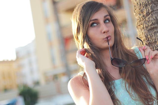 girl-410334_640_mini