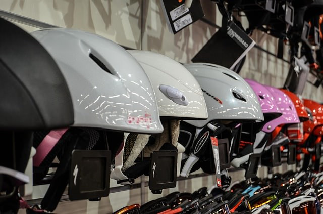 helmets-428609_640_mini