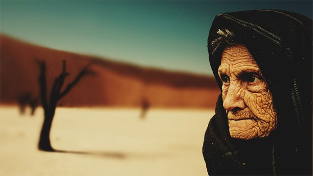 old-woman-574278_640_mini